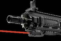 Červený laser LaserMax na weaver lištu